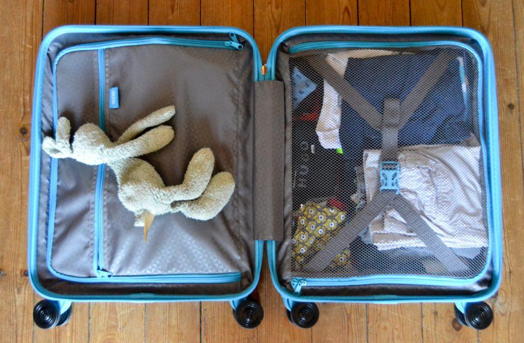 rangement valise à roulettes