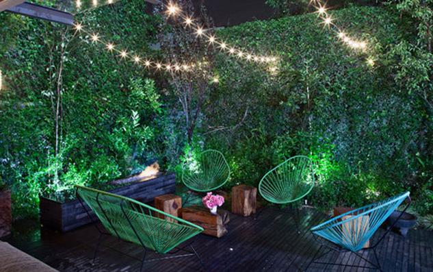 aménagement petit jardin : guirlande lumineuse