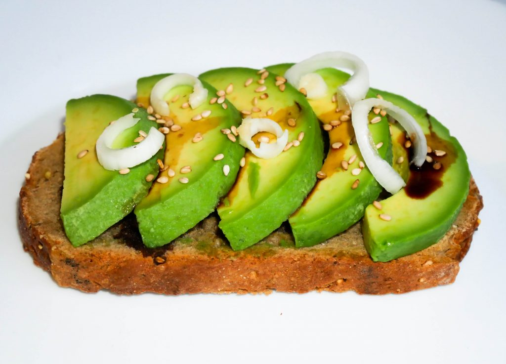 tartine-avocat-baslamique